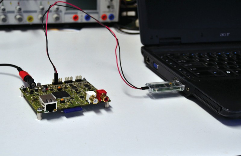 Photo 2: The trace dongle is inserted into a laptop and connected to the DUT.