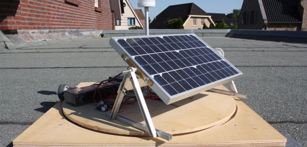 """Photo 1: The Sun Chaser's stepper motor controls the solar panel's """"tilting."""""""
