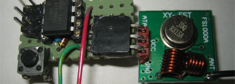 Photo 2: 315 MHz Transmitter and ATtiny85 CPU